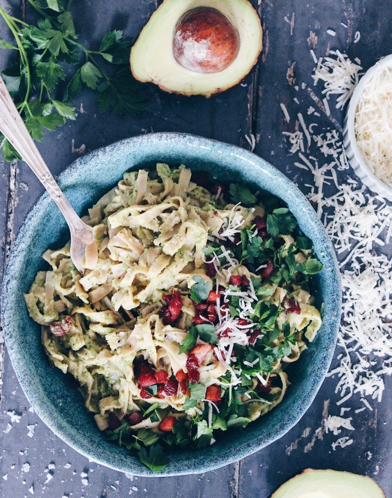 Sund spaghetti carbonara med avocado