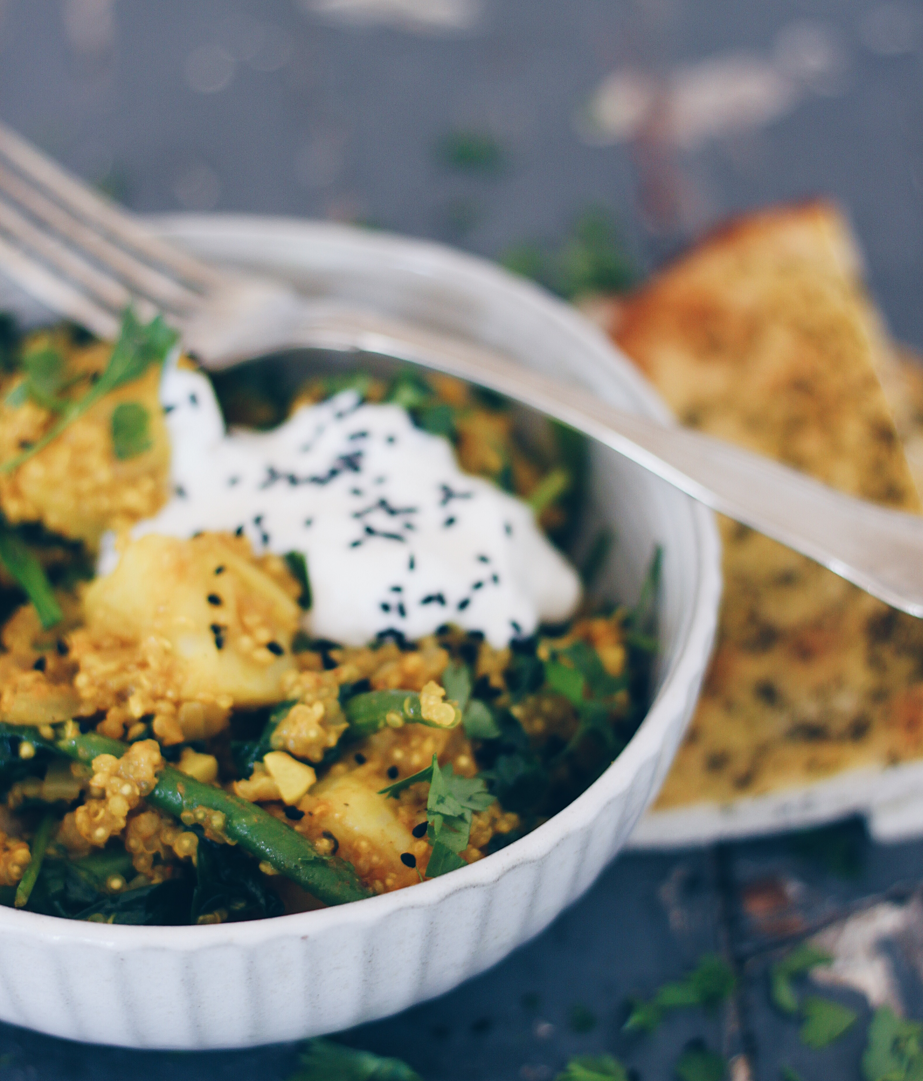 Curry med quinoa og kartofler