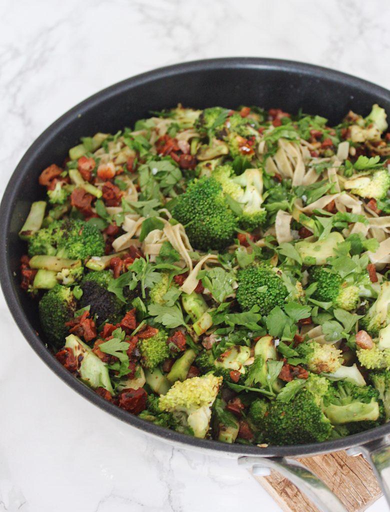 Bønnepasta med broccoli og soltørrede tomater 3