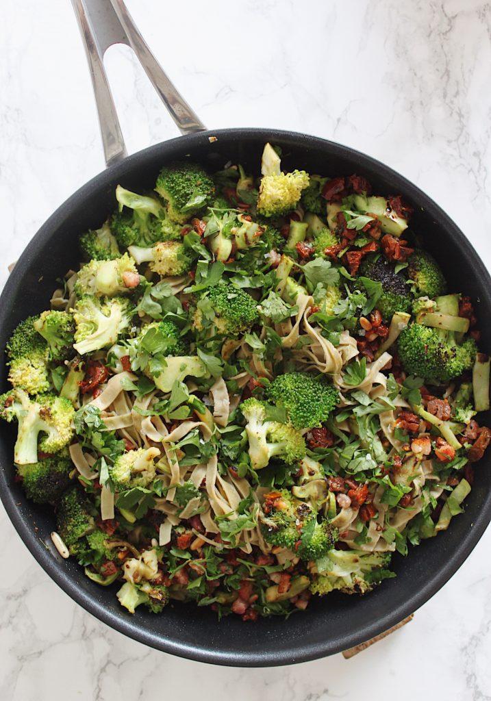 Bønnepasta med broccoli og soltørrede tomater 1