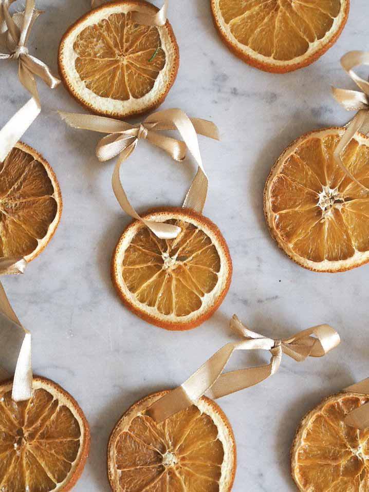 Hjemmelavet julepynt af tørrede appelsiner
