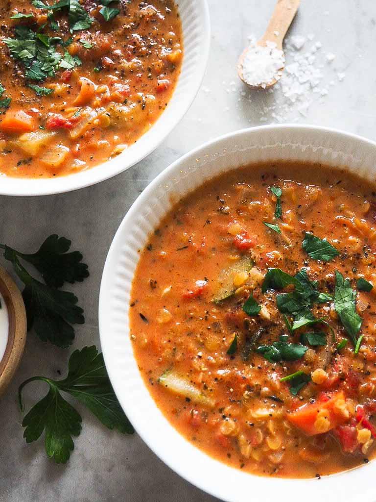 tomatsuppe med røde linser