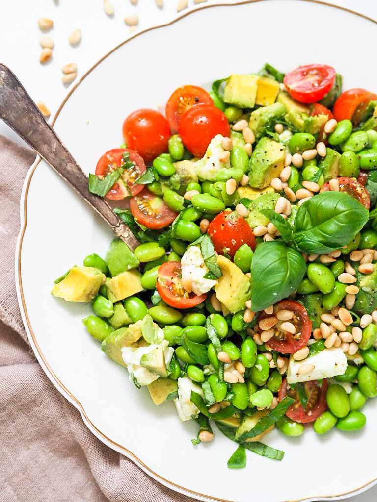 grøn salat med mozzarella