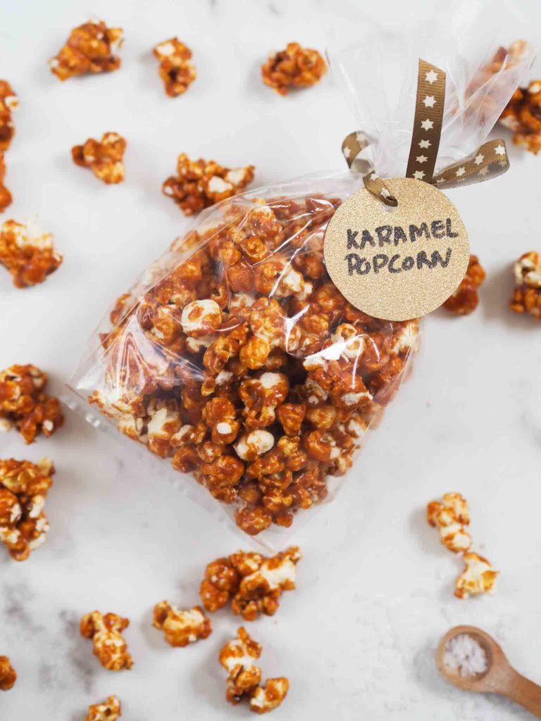 hjemmelavet værtindegave popcorn med saltkaramel