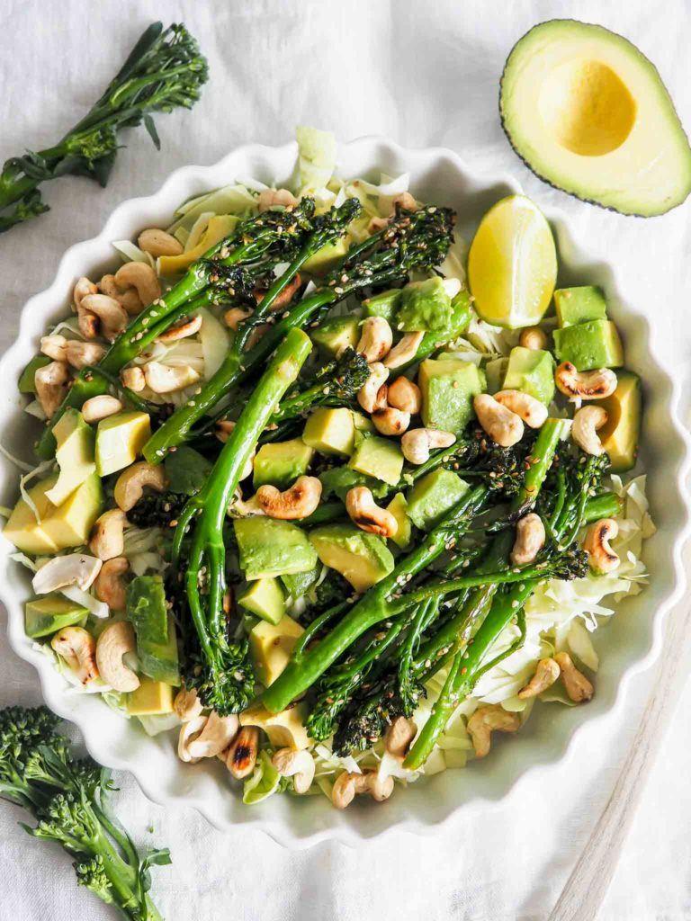 nem salat med spidskål og avocado